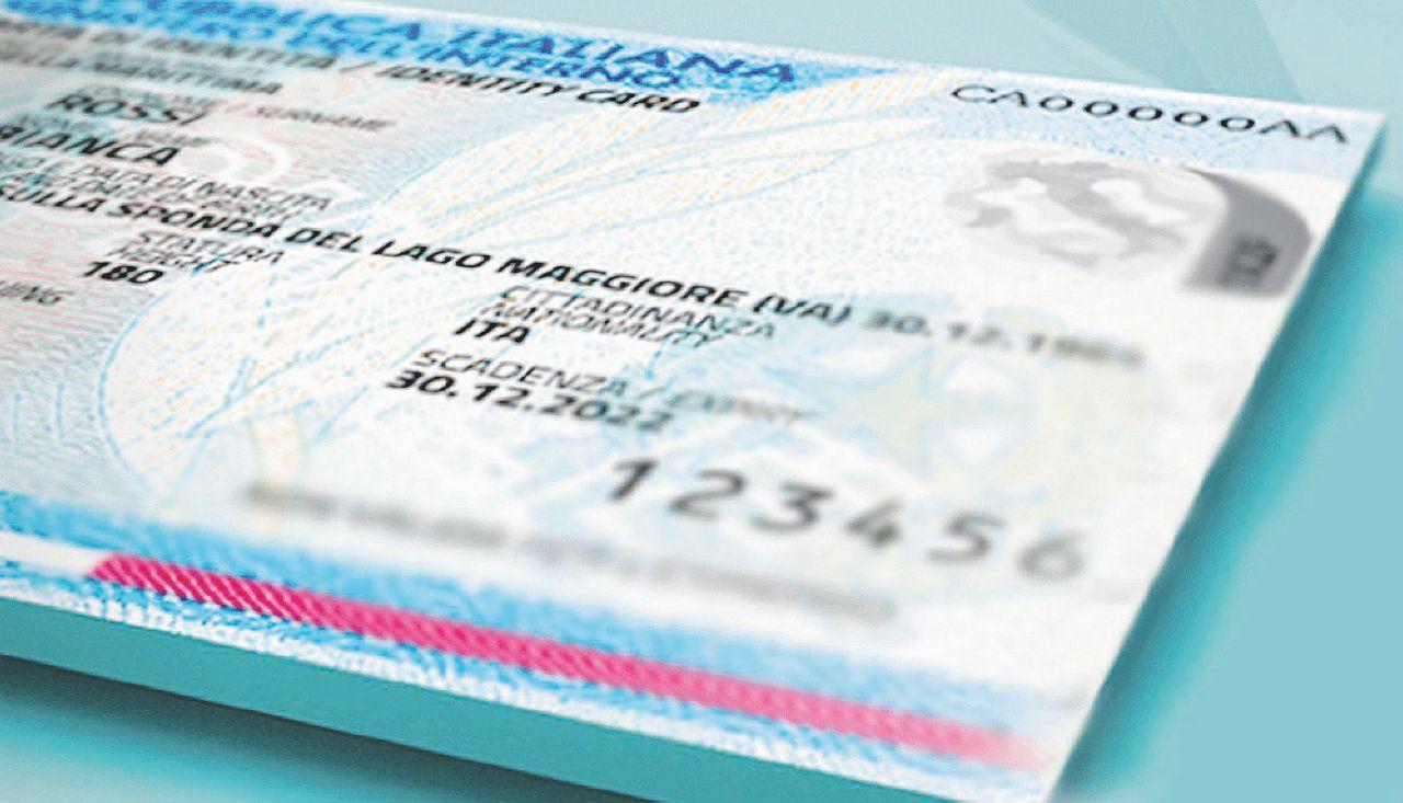 Padre e madre sulla carta d'identità, il Garante Privacy stoppa Salvini (che tira dritto)