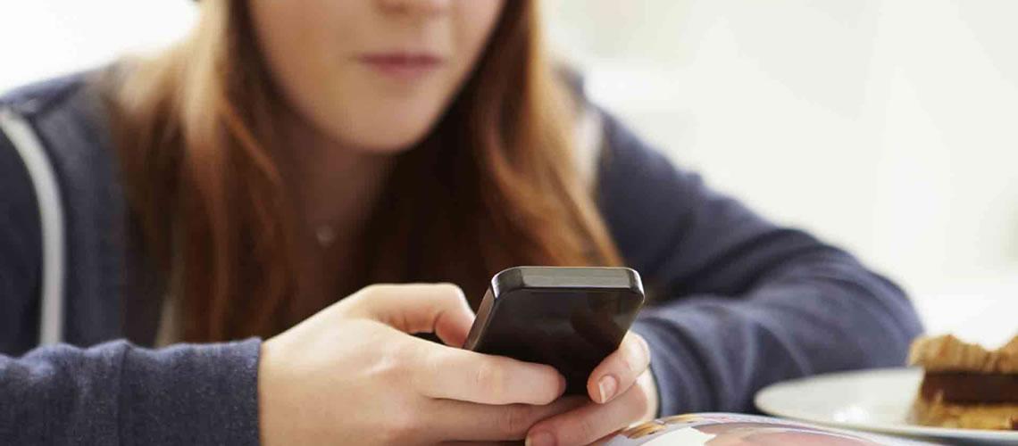 Smartphone in classe, divieto totale o uso limitato per la lezione di digitale?