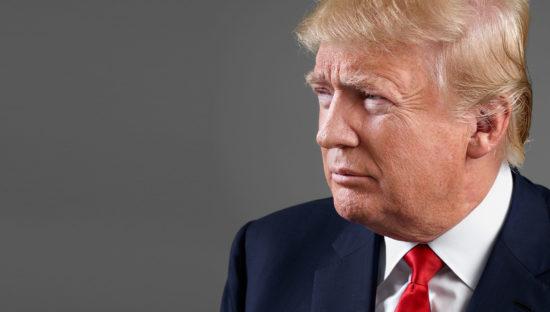 Trump continua a usare il cellulare personale in barba alla privacy