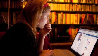 The Australian: FB sfrutta la fragilità degli adolescenti per pubblicità predatoria?