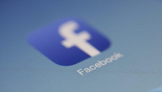 Facebook paga 20 dollari al mese gli utenti per spiare i loro cellulari