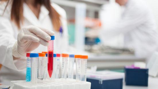 Sperimentazioni cliniche: le Regioni chiedono di rivedere il consenso informato per l'utilizzo dei campioni