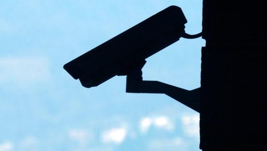 Videosorveglianza: le videocamere nei condomini vanno segnalate con cartelli chiari e visibili