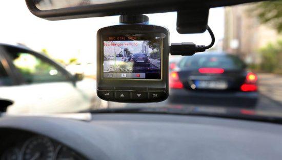 Si può montare una telecamera in auto?