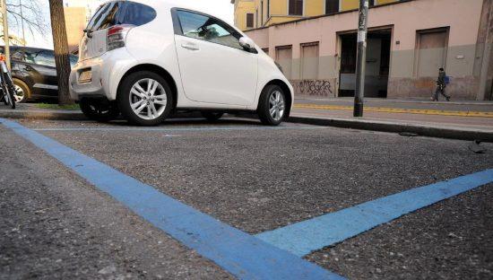 Parcheggi gratis a Genova con autocertificazione, ma è caos privacy
