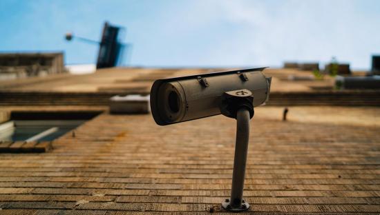 Posso montare telecamere con audio intorno a casa mia?