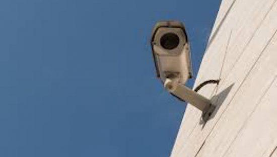 Che fare se una telecamera riprende anche la proprietà dei vicini